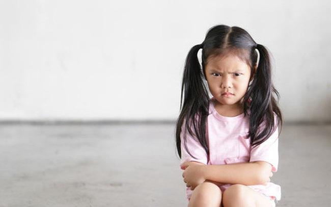 """Đừng lúc nào cũng than phiền rằng con mình có vấn đề về tâm lý, hãy xem bạn có đi vào 5 """"vết xe đổ"""" này khi con từ 3-6 tuổi không"""