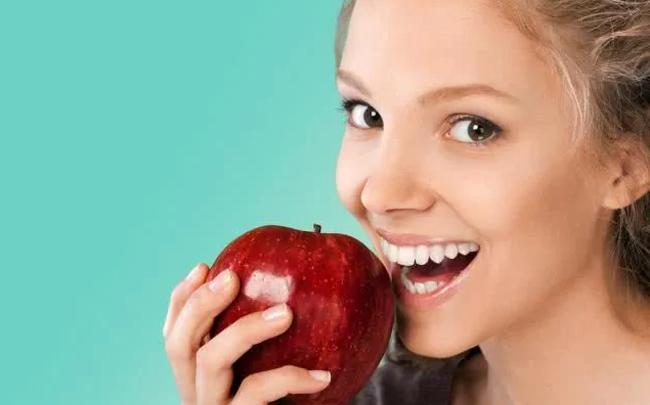 Ăn táo có tốt không? Câu trả lời của là CÓ nếu bạn biết 6 điều CẤM KỴ này và 4 tác dụng phụ khi ăn quá nhiều loại quả này