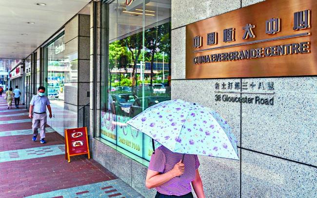 Tại sao sự sụp đổ của tập đoàn bất động sản nợ nhiều nhất thế giới là mối đe doạ kinh hoàng với kinh tế Trung Quốc?