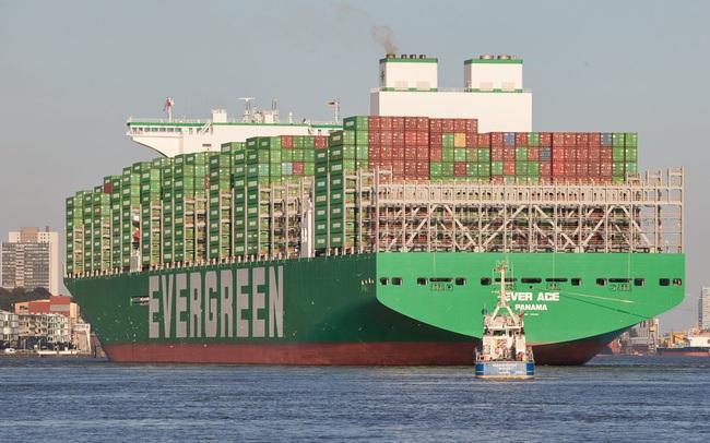 """Tàu container lớn nhất thế giới sắp vào kênh đào Suez, cả thế giới thấp thỏm lo sợ """"thảm hoạ"""" Ever Given tái hiện"""