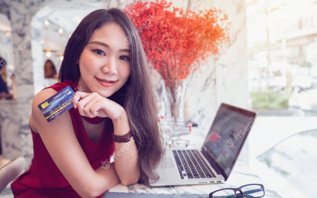 """12 lỗi khi dùng thẻ tín dụng khiến nó trở thành mối """"nguy hiểm"""" đối với bạn"""