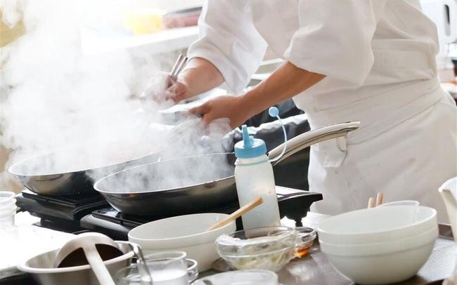 Một bữa ăn có thể sinh ra bao nhiêu chất gây ung thư? Điểm mặt 4 thói quen nấu nướng tưởng tiết kiệm nhưng cực độc hại mà nhiều người Việt phạm phải