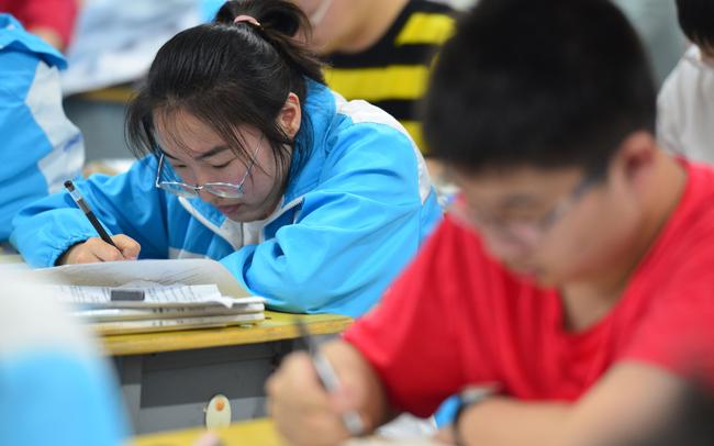 Hàng trăm nghìn người bỗng thất nghiệp chỉ sau 1 đêm, điều gì đang xảy ra ở Trung Quốc?
