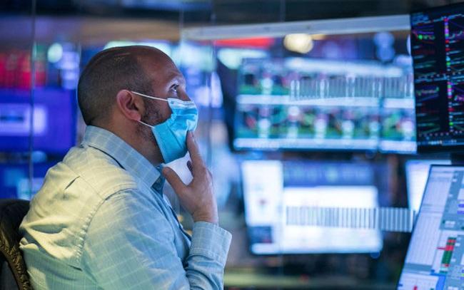 Khối ngoại mạnh tay bán ròng 1.240 tỷ đồng trong ngày cơ cấu danh mục ETFs