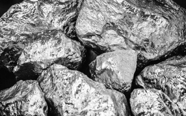 Thiếu chip ô tô làm vỡ tan sóng tăng giá bạch kim, palladium và rhodium