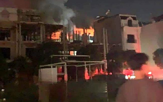 Cháy lớn thiêu rụi ngôi nhà ở chợ quần áo lớn nhất Hà Nội