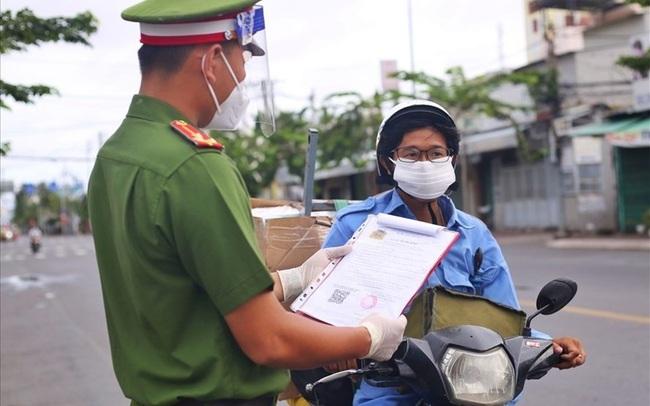Tại sao có tình trạng 50 F0 ở TPHCM vẫn được cấp giấy đi đường?
