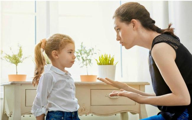 Những thói quen xấu trong gia đình cha mẹ không chú ý, con cái khó phát triển
