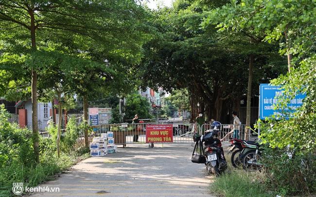 Ảnh: Cận cảnh địa phương đầu tiên tại Hà Nội sử dụng flycam giám sát người dân tại khu vực phong toả
