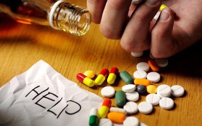 Tuyệt đối không uống rượu bia, dù chỉ 1 giọt khi dùng những loại thuốc này: Nội tạng bị phá nát, chẳng khác nào tự đầu độc chính mình
