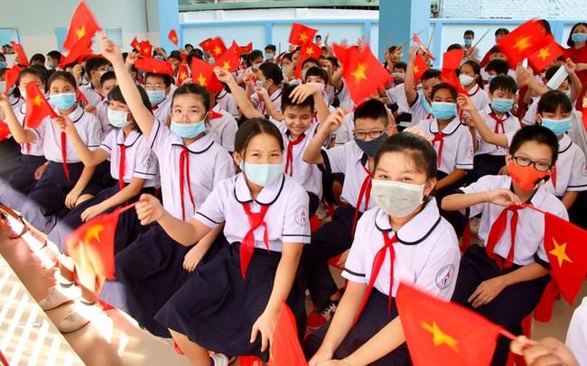 Hà Nội chi gần 900 tỷ đồng ngân sách hỗ trợ giảm 50% học phí năm học mới