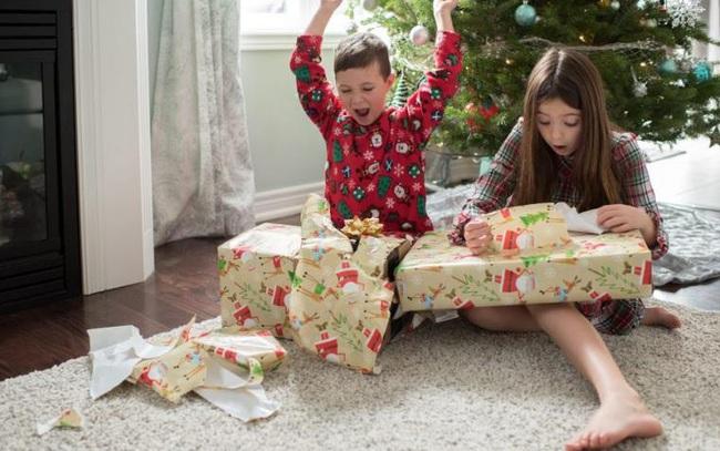 Nguy cơ một mùa Giáng sinh buồn khi trẻ em không có đồ chơi vì khủng hoảng vận tải thủy