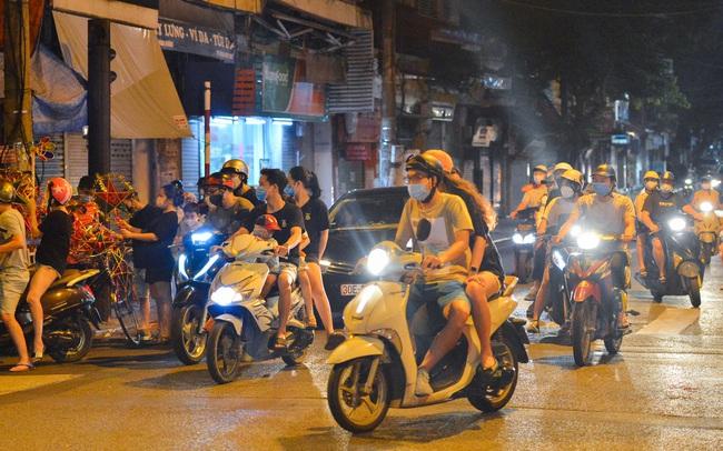 """Các dịch vụ hứa hẹn """"đắt như tôm tươi"""" tại Hà Nội ngày 21/9: Cắt tóc - gội đầu, mua phở mang về được gọi tên!"""