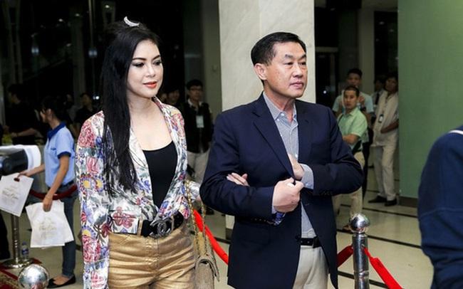 """Si tình như tỷ phú Johnathan Hạnh Nguyễn: Trúng """"tiếng sét ái tình"""" với nữ TVHK kém 19 tuổi, ráo riết đi mọi chuyến bay của vợ"""
