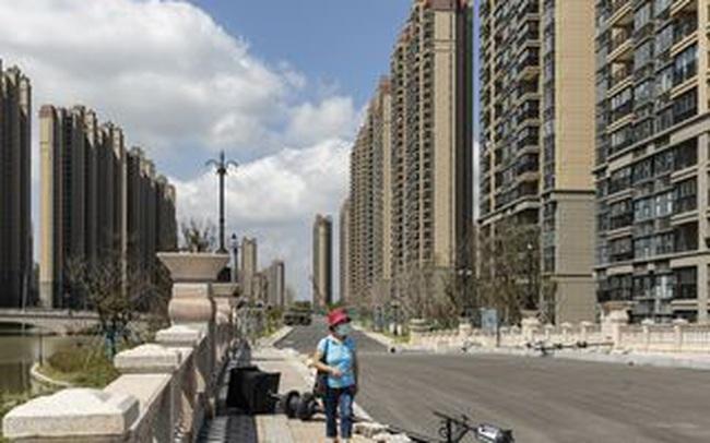 """NHTW Trung Quốc bơm 19 tỷ USD trấn an các nhà đầu tư đang hoảng loạn vì """"bom nợ"""" Evergrande"""