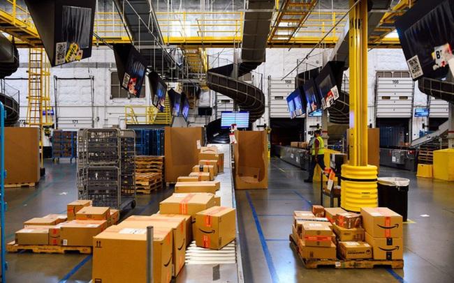 Hiện thực trần trụi bên trong những 'siêu nhà kho' của Amazon: Dùng thuật toán áp KPI cho công nhân, hiệu suất tính chính xác tới từng giây, không tồn tại 'giờ giải lao'