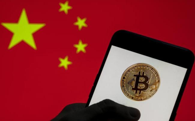 """Trung Quốc lại """"dội bom"""" xuống thị trường tiền số"""