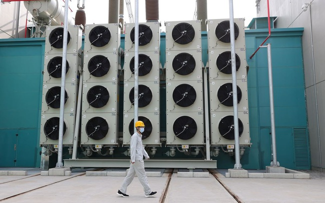 Khủng hoảng điện ở Trung Quốc lan rộng từ nhà máy sang cuộc sống thường ngày: Đèn giao thông không hoạt động, nhân viên văn phòng được yêu cầu đi thang bộ