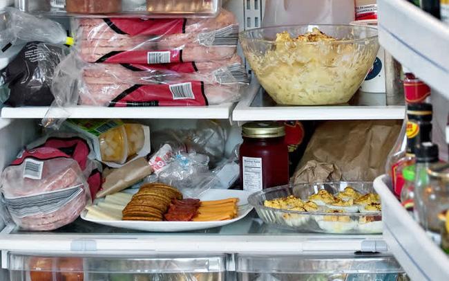 """Người đàn ông phải cấp cứu sau khi sử dụng thức ăn thừa qua đêm: Lời cảnh tỉnh dành cho những người có thói quen trữ thức ăn trong tủ lạnh """"vô tội vạ"""""""