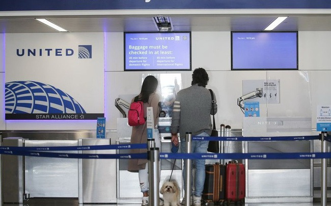 Hãng hàng không lớn của Mỹ sa thải tất cả nhân viên không chịu tiêm vắc xin COVID-19