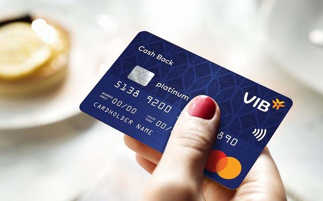 Thanh toán không tiền mặt bùng nổ, ngân hàng chớp cơ hội ứng dụng công nghệ mới