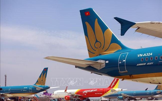 Nhiều ý kiến trái chiều về đề xuất áp giá sàn vé máy bay