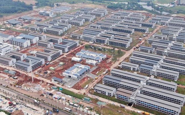 """Trung Quốc xây khu cách ly 5.000 phòng cho người nhập cảnh, đẩy chiến lược zero-Covid lên """"đỉnh của chóp"""""""