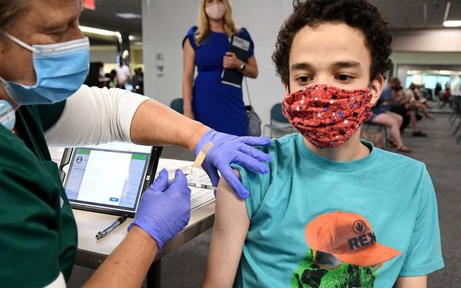Nhìn từ chiến lược tiêm vaccine cho trẻ em tại Anh trong mùa tựu trường, Việt Nam có thể áp dụng được gì?