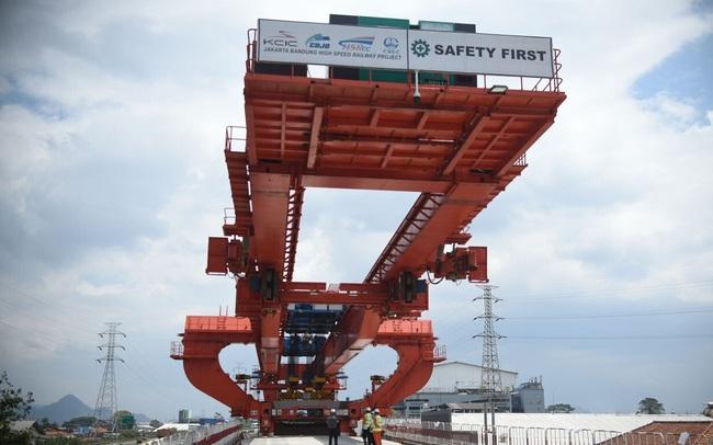 """Nước châu Á """"méo mặt"""" vì dự án đường tàu do chủ thầu Trung Quốc làm đội vốn 2 tỉ USD, chậm tiến độ nhiều năm"""