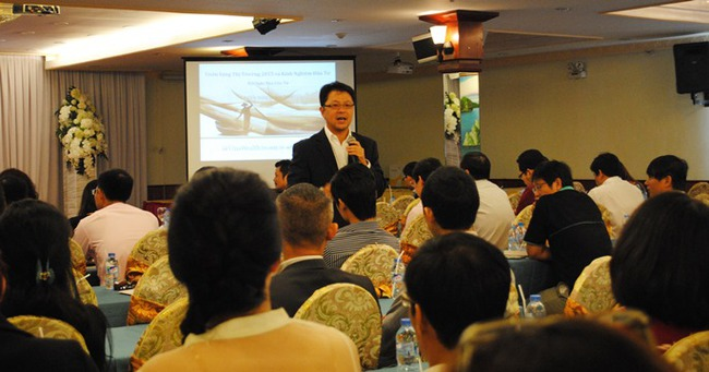CIO VinaCapital nói gì về triển vọng TTCK Việt Nam năm 2015?