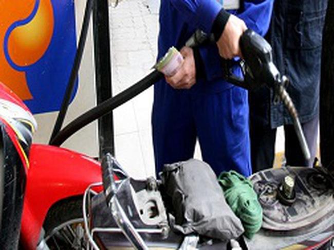 Truy thu hàng trăm tỉ đồng thuế xăng dầu: Bộ nói có doanh nghiệp nói không