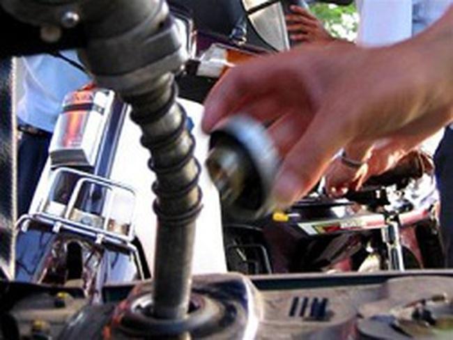 Hàng trăm xe máy bị hỏng nặng do bơm nhầm xăng lẫn dầu