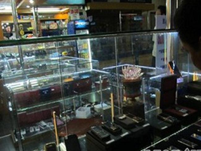 Hàng nhái được bán công khai tại sân bay Nội Bài