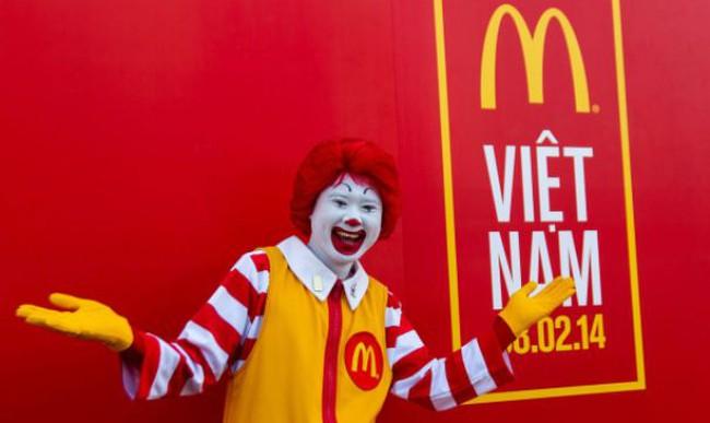 McDonald's Việt Nam đã phục vụ 400.000 khách trong tháng đầu