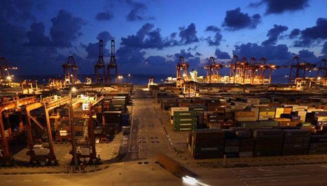 Xuất khẩu Trung Quốc bất ngờ sụt giảm trong tháng 3