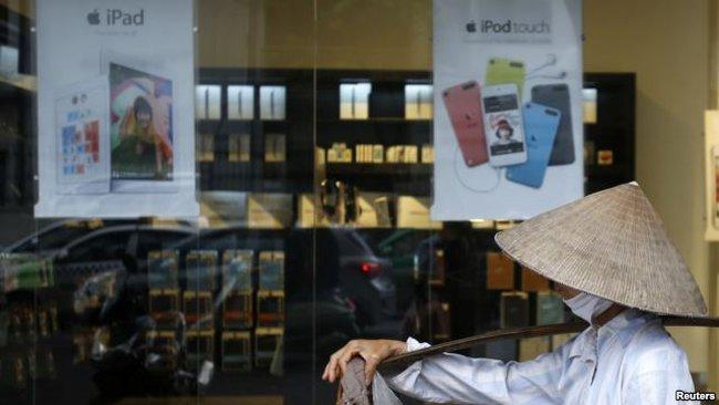 "Reuters nói về ""cơn sốt"" Apple ở Việt Nam"