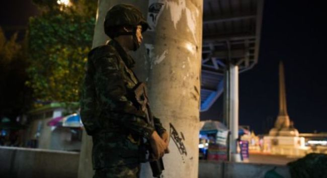 Đảo chính quân sự ở Thái Lan: Chân trời màu đen