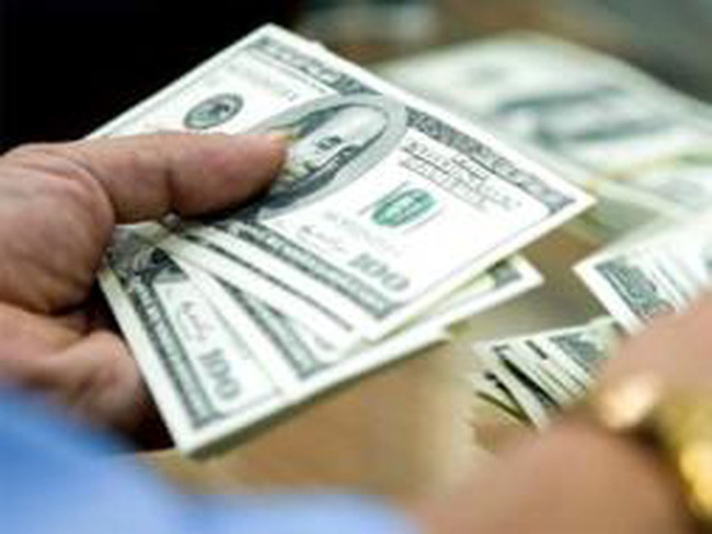 Giao dịch USD liên ngân hàng tăng vọt 150%