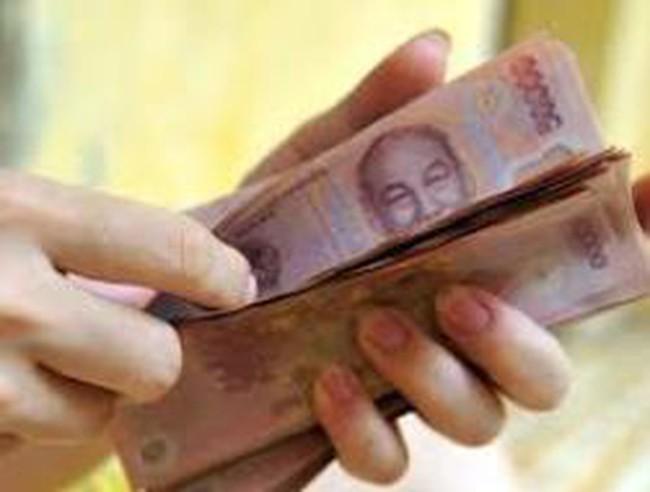 Lương giảm liên tục, nhân viên ngân hàng lo kiếm việc làm thêm