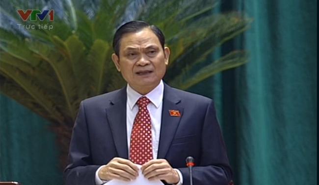 Đại biểu QH chất vấn Bộ trưởng Nội vụ về vấn đề 30% công chức chưa làm được việc