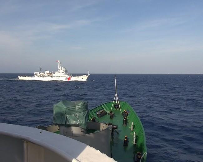 Tàu Kiểm ngư Việt Nam áp sát giàn khoan với cự ly 3,7 hải lý