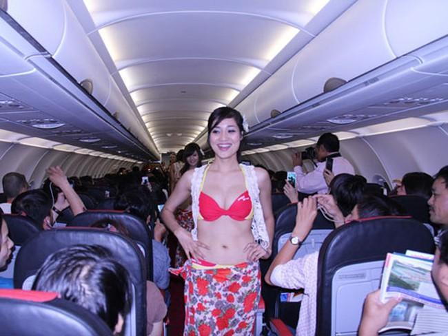 Phạt VietjetAir 20 triệu đồng vì biểu diễn bikini trên máy bay