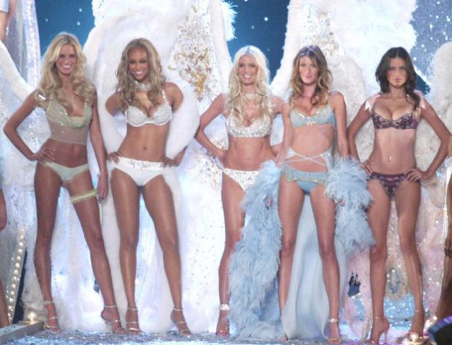Victoria's Secret Fashion Show: Từ buồn tẻ đến huyền thoại đồ lót trứ danh
