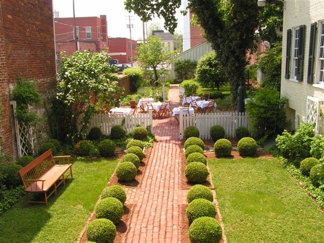 Cách bố trí nhà vườn và sân vườn theo phong thủy