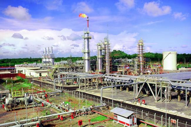 Lạ lùng khối ngoại: Dốc tiền mua cổ phiếu Dầu khí