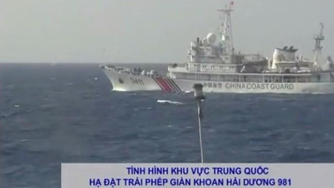 Cận cảnh tàu Hải cảnh Trung Quốc chặn tàu Việt Nam