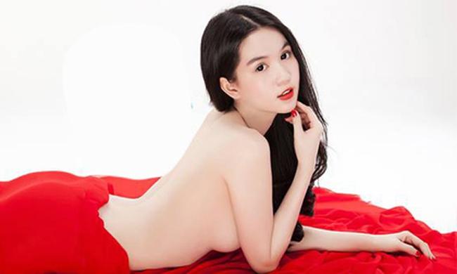 """Ngọc Trinh là """"Nhân vật của năm 2013"""" do cộng đồng mạng bình chọn"""