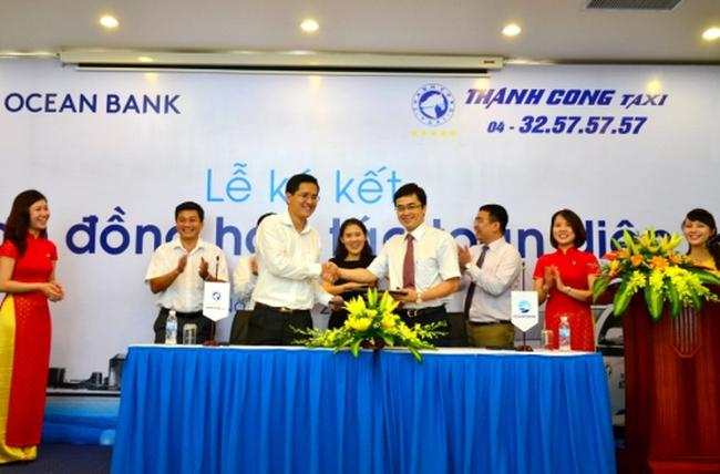 Taxi Thành Công hợp tác toàn diện với ngân hàng cung cấp dịch vụ thanh toán POS trên toàn bộ hệ thống xe