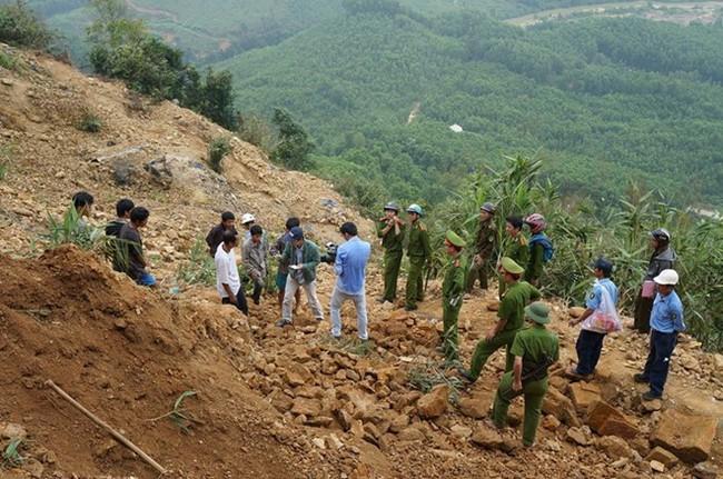 Quảng Nam: Sập hầm vàng, 2 người bị vùi chết