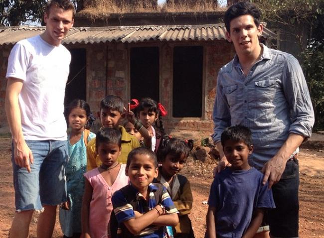 Sống sót sau sóng thần, 2 chàng trai này khởi nghiệp để làm từ thiện